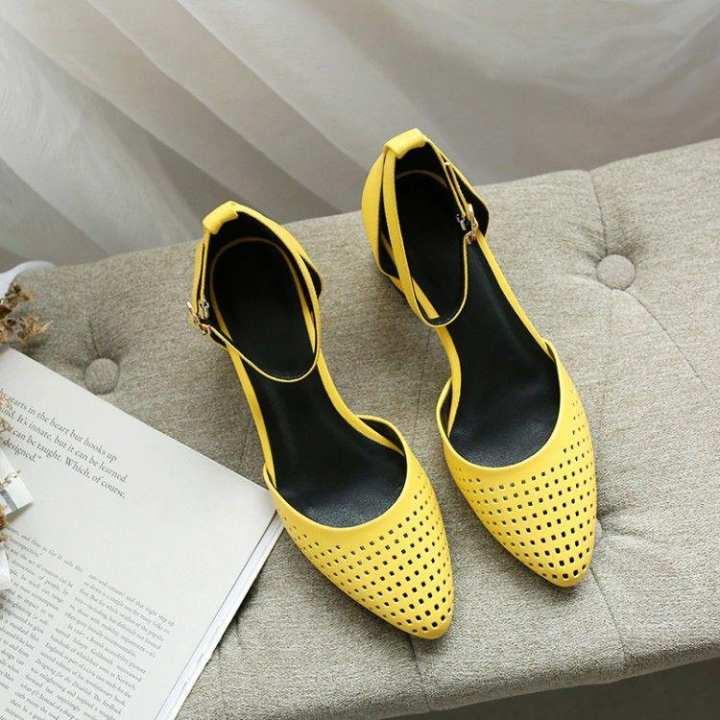 Gentlemen/Ladies - Versitile fashion porous porous porous varved A-line women's shoes sandals  -  Complete specification area 8c0049